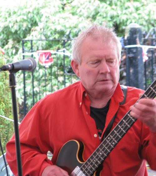 Paul Mountain, at 'Reflections' gig, Diamond Jubilee street party, 03-06-2012