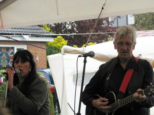 Sarah Middleton-Woolley & Geoff Rippon, 'Reflections' gig, Diamond Jubilee street party, 03-06-2012